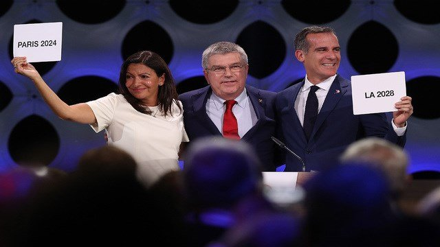 Paris Mayor Anne Hidalgo, IOC President Thomas Bach and Los Angeles Mayor Eric Garcetti react after the confirmation of the tripartite agreement which awards Paris and LA with the Olympic Games of 2024 and 2028.