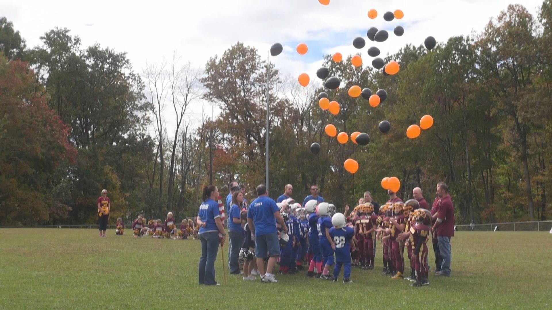 © Football players, cheerleaders, and fans let black and orange balloons go in Jeffries' honor.