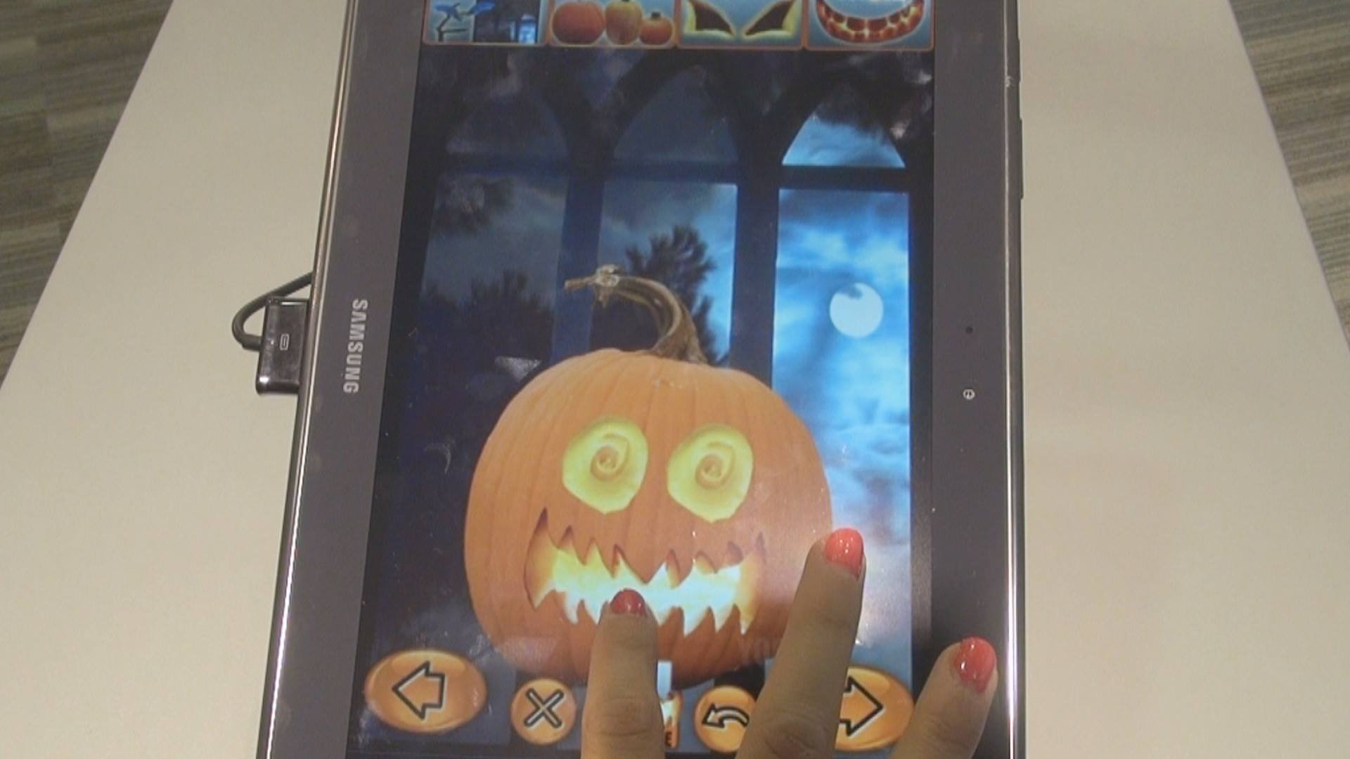 'Halloween Pumpkin Maker' App being used on a Samsung Tablet.